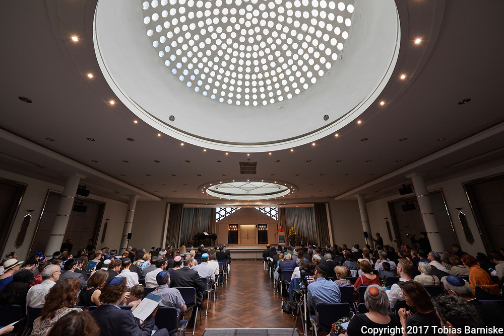 First ordination of the Zacharias Frankel College: Rabbi Nizan Stein Kokin was ordained on June 18, 2017 at the Jewish community center in Berlin. She has studied at the masorti rabbinical seminary during the last years.