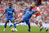 Photo: Ed Godden/Sportsbeat Images.<br /> Arsenal v Chelsea. The Barclays Premiership. 06/05/2007.<br /> Arsenal's Gael Clichy (R), tries to keep up with Shaun Wright-Phillips (centre).
