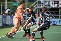 AMSTELVEEN - Jorrit Croon (Ned) met Constantin Staib (Dui)  EK hockey, finale Nederland-Duitsland 2-2. mannen.  Nederland wint de shoot outs en is Europees Kampioen.  COPYRIGHT KOEN SUYK