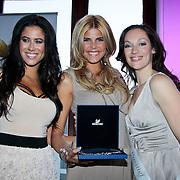 NLD/Amsterdam/20110521 - Amsterdam fashion Gala 2011, Melissa Sneekes met winnares Style Award  Kim Kotter en Miryanna van Rheeden