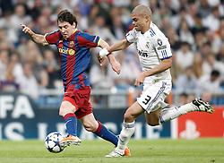 27-04-2011 VOETBAL: SEMI FINAL CL REAL MADRID - FC BARCELONA: MADRID<br /> Pepe against Lionel Messi<br /> *** NETHERLANDS ONLY***<br /> ©2011-FH.nl-nph/ Alvaro Hernandez
