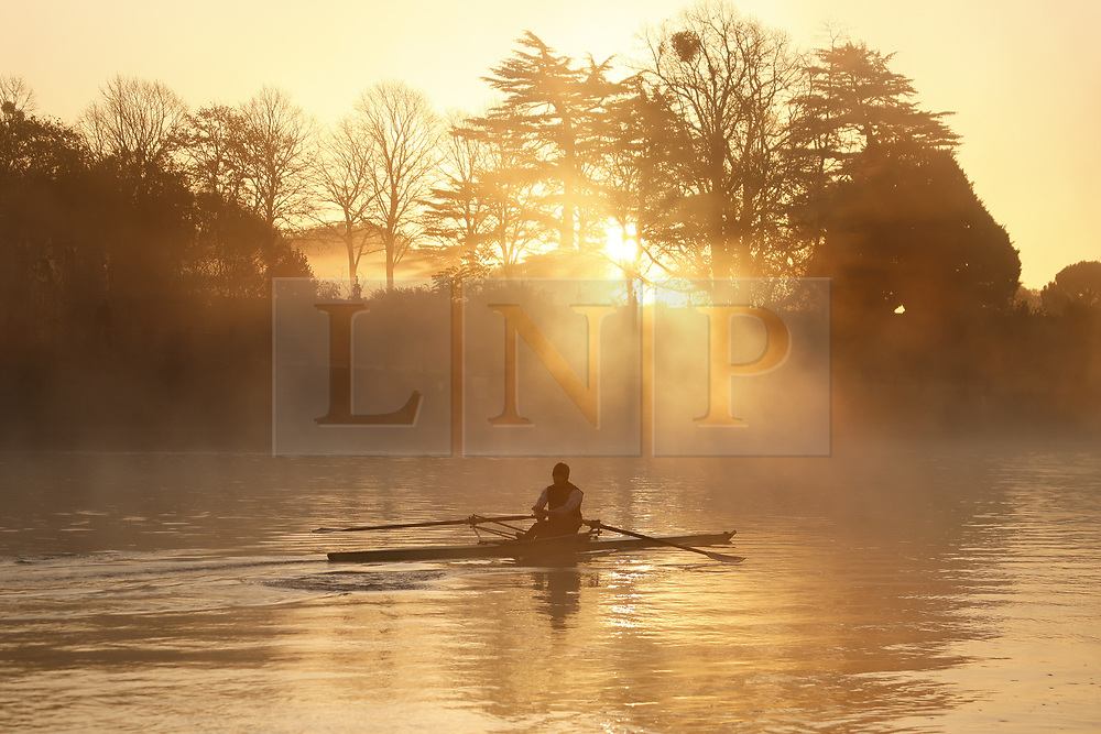 © Licensed to London News Pictures. 04/11/2020. Hampton Court, UK. The sun rises over a misty River Thames at Hampton Court . Low autumnal temperatures are expected in parts of teh United Kingdom today. Photo credit: Peter Macdiarmid/LNP