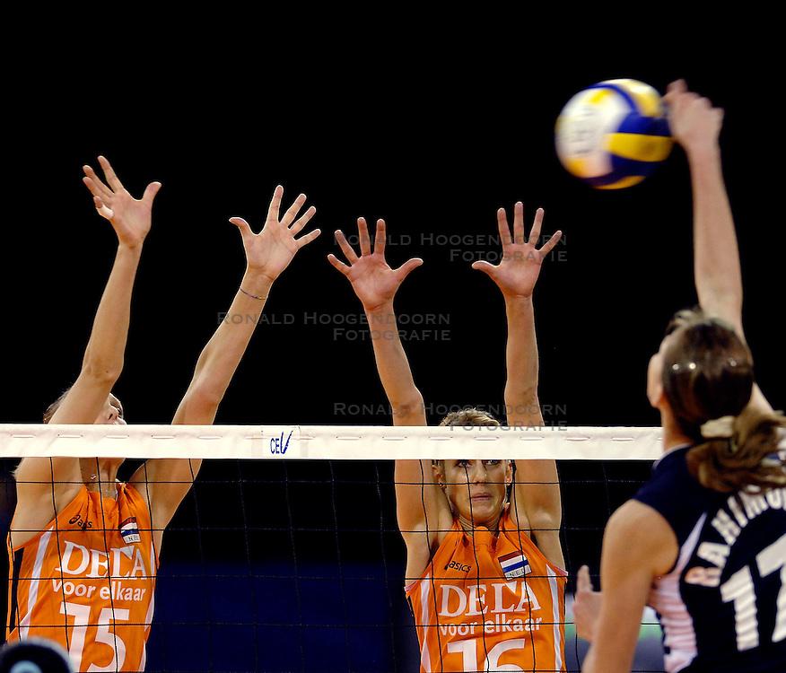 11-11-2007 VOLLEYBAL: PRE OKT: NEDERLAND - AZERBEIDZJAN: EINDHOVEN<br /> Nederland wint ook de de laatste wedstrijd. Azerbeidzjan verloor met 3-1 / Debby Stam en Ingrid Visser<br /> ©2007-WWW.FOTOHOOGENDOORN.NL
