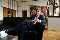 07 AUG 2006, BERLIN/GERMANY:<br /> Klaus Wowereit, SPD, Regierender Buergermeister Berlin, waehrend einem Interview in seinem Buero, Rotes Rathaus<br /> IMAGE: 20060807-01-020<br /> KEYWORDS: Bürgermeister, Büro