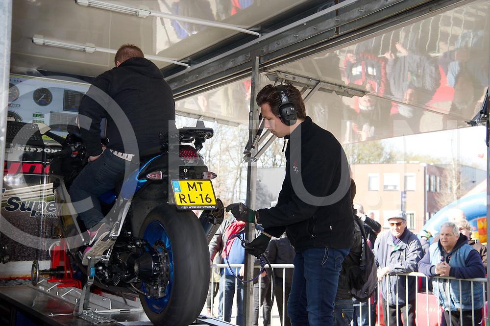 NIEUWLEUSEN - Ten Kate pitsstopdag.<br /> Foto: Motoren testen buiten.<br /> FFU PRESS AGENCY COPYRIGHT FRANK UIJLENBROEK