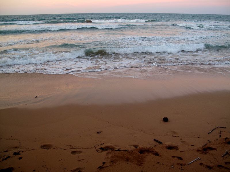 La Pared beach in Luquillo at dusk in Puerto Rico..Photo by Angel Valentin, copyright 2009.