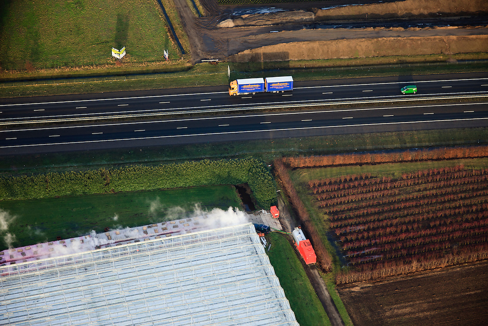 Nederland, Provincie, Plaats, 10-01-2011;.Kassengebied in Venlo naast de A73. Greenhouses next to motorway A73..luchtfoto (toeslag), aerial photo (additional fee required).foto/photo Siebe Swart