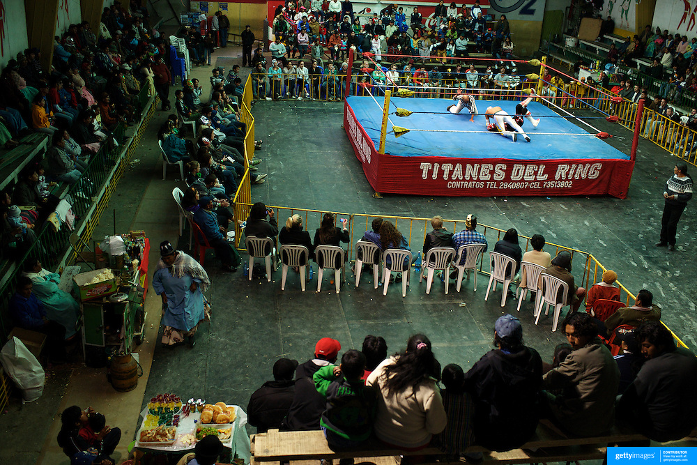 Wrestlers fight at El Alto's Multifunctional Centre. Bolivia. The wrestling group includes the fighting Cholitas, a group of Indigenous Female Lucha Libra wrestlers who fight the men as well as each other for just a few dollars appearance money. El Alto, Bolivia, 24th January 2010. Photo Tim Clayton