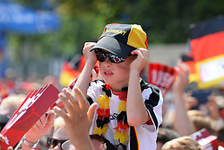 15.07.2014, Brandenburger Tor, Berlin, GER, FIFA WM, Empfang der Weltmeister in Deutschland, Finale, im Bild junger Fan der deutschen Nationalmannschaft (Fussball-Weltmeister 2014) // during Celebration of Team Germany for Champion of the FIFA Worldcup Brazil 2014 at the Brandenburger Tor in Berlin, Germany on 2014/07/15. EXPA Pictures © 2014, PhotoCredit: EXPA/ Eibner-Pressefoto/ Harzer  *****ATTENTION - OUT of GER*****