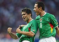 Fotball<br /> Copa America<br /> 04.07.2007<br /> Bolivia<br /> Foto: imago/Digitalsport<br /> NORWAY ONLY<br /> <br /> Jaime Moreno (li.) und Gualberto Mojica (beide Bolivien) - Torjubel