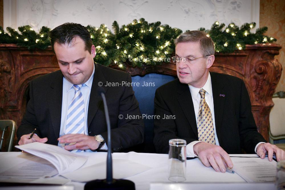 Nederland, Den Haag,11 december 2008..Contractondertekening Van NTP naar SBR..Op de foto de Staatssecretaris van Financien Mr. drs. J.C. de Jager samen met de minister van Justitie.M.H. Hirsch Ballin
