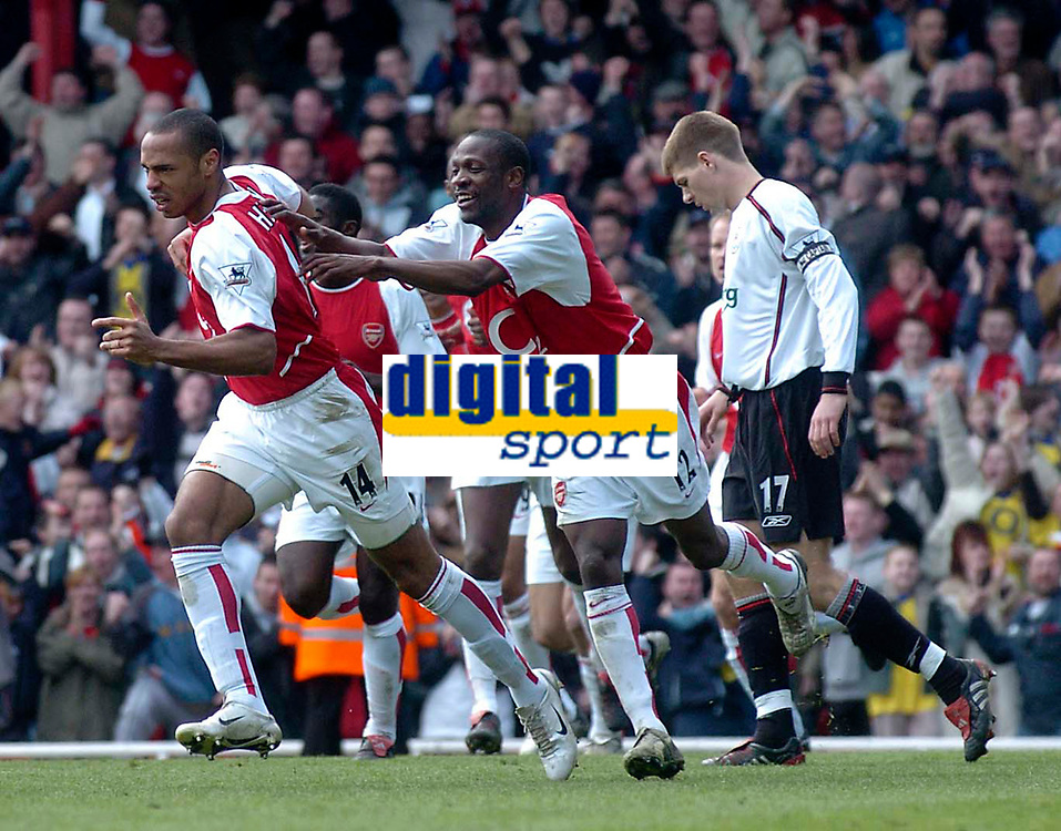 Fotball<br /> Photo. Glyn Thomas, Digitalsport<br /> Arsenal v Liverpool. FA Barclaycard Premiership. <br /> Highbury, Arsenal, London. 09/04/2004.<br /> Arsenal's Thierry Henry (L) races away in delight after scoring his second and Arsenal's third as Steven Gerrard (R) looks away in disgust.
