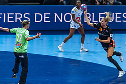 14-12-2018 FRA: Women European Handball Championships France - Netherlands, Paris<br /> Second semi final France - Netherlands / (L-R) Amandine Leynaud #12 of France, Kelly Dulfer #18 of Netherlands