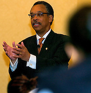"""Omaha, Neb 4/8/06 Bruce Gordon, the national president and CEO of the NAACP, speaks  during 10-state regional conference. 9 a.m. at the Doubletree Hotel.  The speech is called """"Closing the Gap,"""".(Chris Machian/Prairie Pixel Group)"""