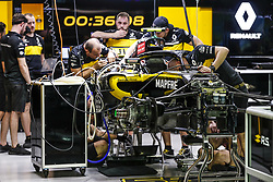 September 14, 2018 - Singapore, Singapore - Motorsports: FIA Formula One World Championship 2018, Grand Prix of Singapore, .Mechanics working on the Renault Sport F1 Team RS18  (Credit Image: © Hoch Zwei via ZUMA Wire)