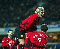Fotball - Worthington Cup - Semifinale - Kamp 2<br /> 22.01.2003<br /> Blackburn v Manchester United<br /> David Becham gratulerer Paul Scholes med scoring<br /> Foto: Aidan Ellis, Digitalsport