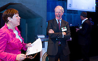 UTRECHT -  NGF ontvangt NVG Award. Jacqueline Lambrechtse (l) , voorzitter NVG met Ronald Pfeifffer (voorzitter NGF), A tribe called Golf, de kracht van de connectie. Nationaal Golf Congres van de NVG 2014 , Nederlandse Vereniging Golfbranche. COPYRIGHT KOEN SUYK