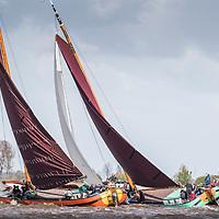 Skûtsjesilen Langwar. De traditionele opening van het skûtsjesil-seizoen.