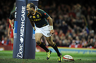 South Africa's Fourie Du Preez scores his try in the 2nd half. Autumn International rugby, 2013 Dove men series, Wales v South Africa at the Millennium Stadium in Cardiff,  South Wales on Saturday 9th November 2013. pic by Andrew Orchard, Andrew Orchard sports photography,