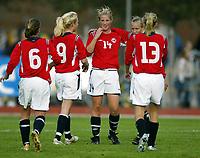 Fotball<br /> Landskamp J15/16 år<br /> Tidenes første landskamp for dette alderstrinnet<br /> Sverige v Norge 1-3<br /> Steungsund<br /> 11.10.2006<br /> Foto: Anders Hoven, Digitalsport<br /> <br /> Norsk jubel for seier<br /> L-R: Ina Skaug / Teie - Hanna Haanes / Kolbotn - Christine Brønsten / Bamble - Helene Breitve (13) / Skjold