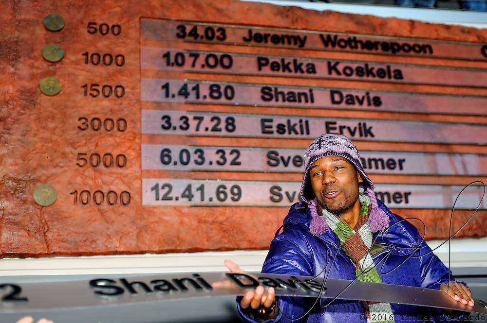 Shani Davis celebrates his world record performance in the 1000m distance by updating the records wall with his new plaque in the Utah Olympic Oval during the Essent ISU World Cup Speed Skating, Utah Olympic Oval, Salt Lake City (USA) - March 6-7, 2009.