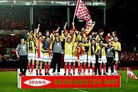 Fotball ,  28. oktober 2007 , Tippeligaen , Brann - Viking 5-2<br /> Brann jubler for seriemesterskapet i 2007 , seriegull , seriemester , jubel , seierspall