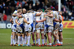 The Bath team huddle together at half-time - Photo mandatory by-line: Patrick Khachfe/JMP - Mobile: 07966 386802 31/01/2015 - SPORT - RUGBY UNION - London - The Twickenham Stoop - Harlequins v Bath Rugby - LV= Cup
