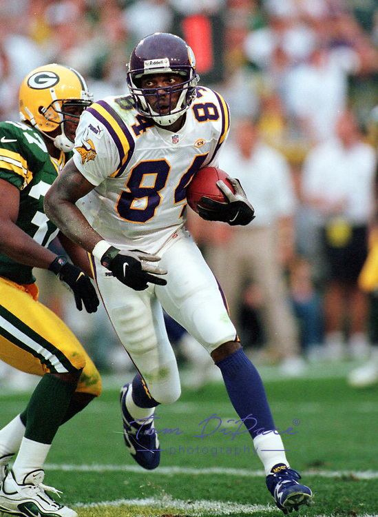 Minnesota Vikings Randy Moss plays in  game against the Green Bay Packers circa 1998-1999<br /> (Tom DiPace)