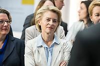 14 NOV 2018, POTSDAM/GERMANY:<br /> Ursula von der Leyen, CDU, Bundesverteidigungsministerin, waehrend einer Praesentation des HPI im Rahmen der Klausurtagung des Bundeskabinetts, Hasso Plattner Institut (HPI), Potsdam-Babelsberg<br /> IMAGE: 20181114-01-083<br /> KEYWORDS; Kabinett, Klausur, Tagung, muede, müde