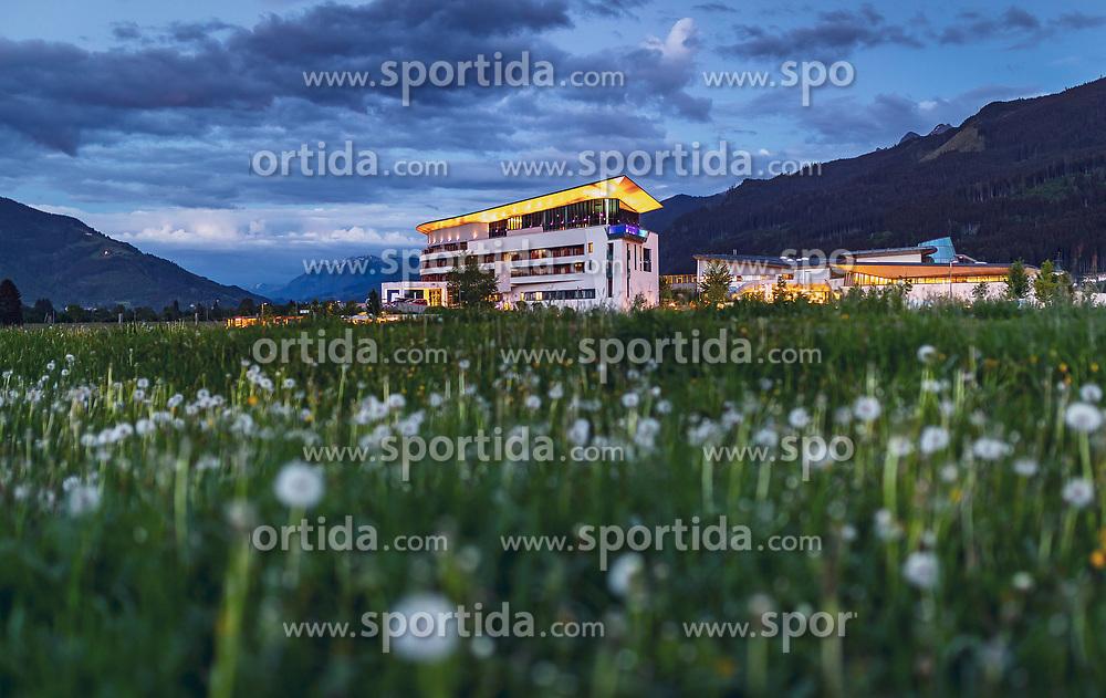 THEMENBILD - Blick über eine Blumenwiese zur Tauernspa, aufgenommen am 11. Mai 2018 in Kaprun, Österreich // View over a flower meadow to the Tauern Spa, Kaprun, Austria on 2018/05/11. EXPA Pictures © 2018, PhotoCredit: EXPA/ JFK