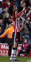 Fotball<br /> England 2004/2005<br /> Foto: SBI/Digitalsport<br /> NORWAY ONLY<br /> <br /> Southampton v Liverpool <br /> 22.01.2005<br /> <br /> Peter Crouch celebrates infront of the Southampton fans.
