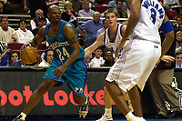 Basketball. NBA. 24.03.2002.<br /> Orlando Magic mot Charlotte Hornets<br /> Jamal Mashburn går forbi Pat Garrity.<br /> Foto: Jasper Ruhe, Digitalsport