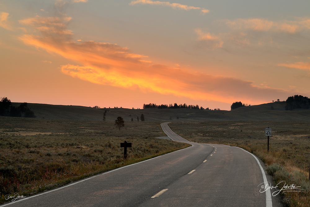 Dawn skies over the Blacktail Deer Plateau, Yellowstone NP, Wyoming, USA