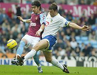 Fotball<br /> Premier League 2004/2005<br /> 06.11.2004<br /> Foto: SBI/Digitalsport<br /> NORWAY ONLY<br /> <br /> Aston Villa v Portsmouth<br /> <br /> JUAN PABLO ANGEL AND PORTMOUTH'S ARJAN DE ZEEUW