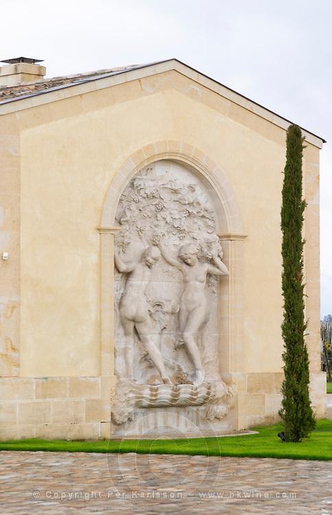 chateau petrus sculpture pomerol bordeaux france