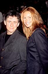 Feb 05, 1996; Los Angeles, CA, USA; GABRIEL BYRNE and model ELLE MACPHERSON at the 'Broken Arrow' Premiere.   (Credit Image: © Kathy Hutchins/ZUMAPRESS.com)