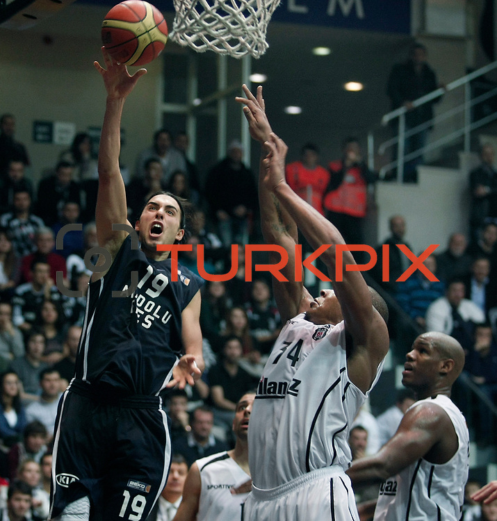 Anadolu Efes's Sasha Vujacıc (L) during their Turkish Basketball league derby match Besiktas between Anadolu Efes at the BJK Akatlar Arena in Istanbul Turkey on Saturday 31 December 2011. Photo by TURKPIX