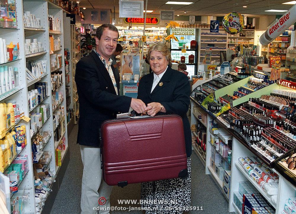 Prijsuitreiking koffer drogist Kerkhoff Phohiflat