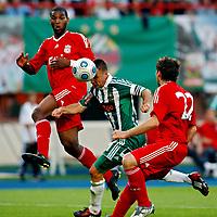 Fotball<br /> 19.07.2009<br /> Rapid Wien v Liverpool<br /> Foto: Gepa/Digitalsport<br /> NORWAY ONLY<br /> <br /> Bild zeigt Ryan Babel (Liverpool), Steffen Hofmann (Rapid) und Emiliano Insua (Liverpool)