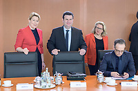 04 MAR 2020, BERLIN/GERMANY:<br /> Franziska Giffey, SPD, Bundesfamilienministerin, Hubertus Heil, SPD, Bundesarbeitsminister, Svenja Schulze, SPD, Bundesumweltministerin, Heiko Maas, SPD, Bundesaussenminister, (v.L.n.R.), vor Beginn der Kabinettsitzung, Bundeskanzleramt<br /> IMAGE: 20200304-01-004<br /> KEYWORDS: Kabinett, Sitzung