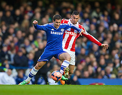 26.01.2014, Stamford Bridge, London, ENG, FA Cup, FC Chelsea vs Stoke City, 4. Runde, im Bild Chelsea's Eden Hazard, action against Stoke City's Geoff Cameron // during the English FA Cup 4th round match between Chelsea FC and Stoke City FC at the Stamford Bridge in London, Great Britain on 2014/01/26. EXPA Pictures © 2014, PhotoCredit: EXPA/ Propagandaphoto/ David Rawcliffe<br /> <br /> *****ATTENTION - OUT of ENG, GBR*****