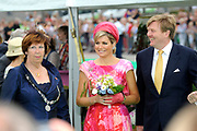 Zijne Majesteit Koning Willem-Alexander en Hare Majesteit Koningin Máxima bezoeken de provincie Flevoland. Koning en Koningin bij de Esplanade in Almere<br /> <br /> His Majesty King Willem-Alexander and Máxima Her Majesty Queen visits the province of Flevoland. King and Queen at the Esplanade in Almere