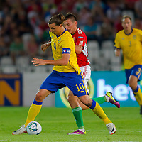 Sweden's Zlatan Ibrahimovic (L) fights for the ball with Hungary's Adam Pinter (C) during the UEFA EURO 2012 Group E qualifier Hungary playing against Sweden in Budapest, Hungary on September 02, 2011. ATTILA VOLGYI