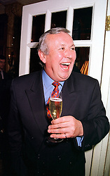 Restaurateur RICHARD SHEPHERD, at a reception in London on 2nd March 2000.<br /> OBU 19
