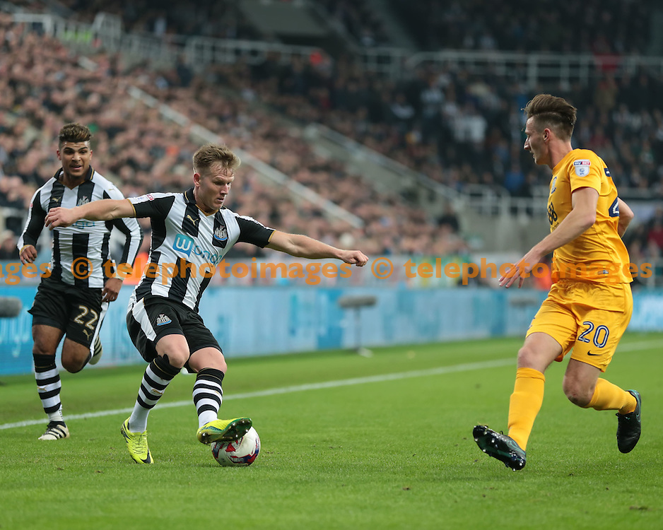 Newcastle United midfielder Matt Ritchie (11) controls the ball during the EFL Cup Round Four match between Newcastle United and Preston North End at St. James' Park in Newcastle. October 25, 2016.<br /> Nigel Pitts-Drake / Telephoto Images<br /> +44 7967 642437