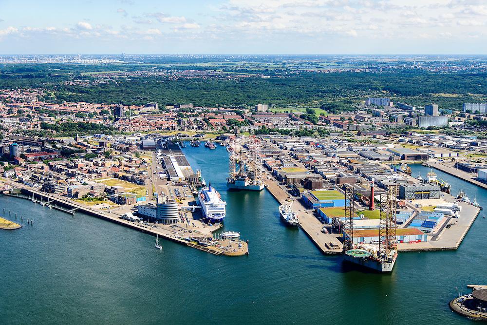 Nederland, Noord-Holland, IJmuiden, 01-08-2016; overzicht haven van IJmuiden. <br /> Overview port of IJmuiden<br /> luchtfoto (toeslag op standard tarieven);<br /> aerial photo (additional fee required);<br /> copyright foto/photo Siebe Swart