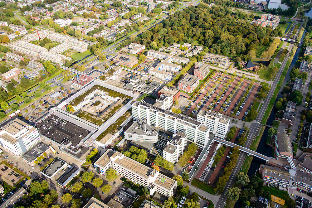 Nederland, Flevoland, Lelystad, 10-10-2014; centrum van de stad met kantorenpark en Stadspark, links de Houtribdreef.<br /> Offices in the city centre.<br /> luchtfoto (toeslag op standard tarieven);<br /> aerial photo (additional fee required);<br /> copyright foto/photo Siebe Swart
