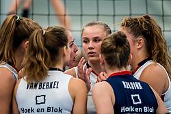 29-09-2018 NED: Supercup Sliedrecht Sport - Eurosped, Sliedrecht<br /> Sliedrecht takes the first price of the new season / Carlijn Ghijssen-Jans #10 of Sliedrecht Sport, Sarah van Aalen #9 of Sliedrecht Sport