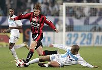 Fotball<br /> Frankrike 2004/05<br /> Olympique Marseille v Nice<br /> 16. januar 2005<br /> Foto: Digitalsport<br /> NORWAY ONLY<br /> EDGARAS JANKAUSKAS (NIC) / EDUARDO COSTA (OM)