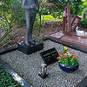 NLD/Amsterdam/20110729 - Begraafplaats Zorgvlied, graf Manfred Langer